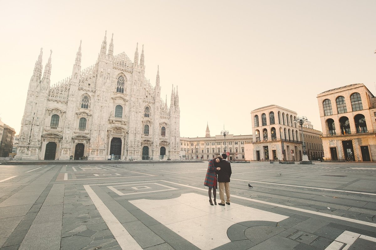 Milan wedding photographer. Engagement photo shoots and proposal in Italy