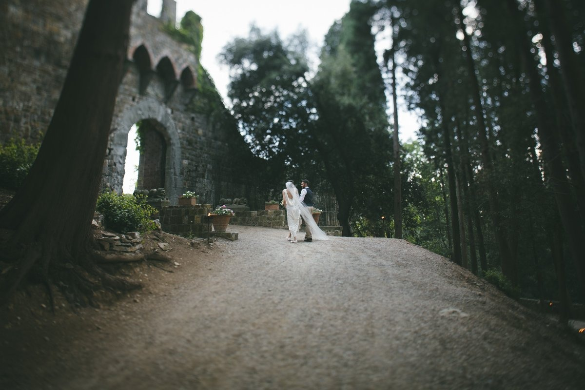 Vincigliata Castle Wedding photographer. Destination wedding in Tuscany Florence.