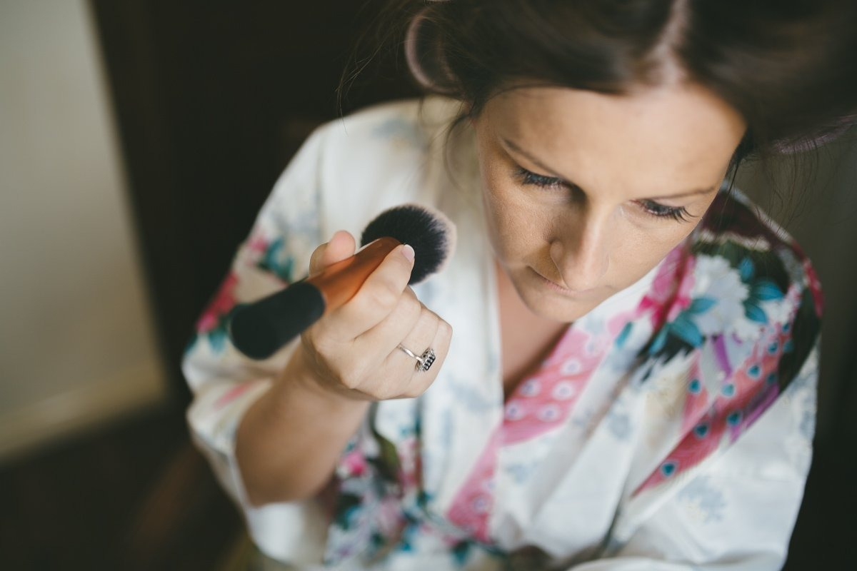 lake como wedding photographer. Bride make up