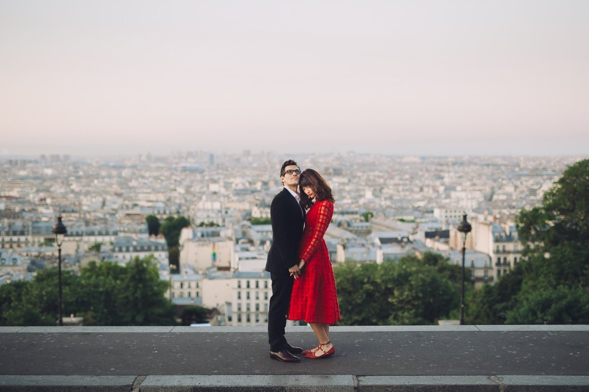 Family portrait and anniversary photoshoot in Paris. Couple session photographer