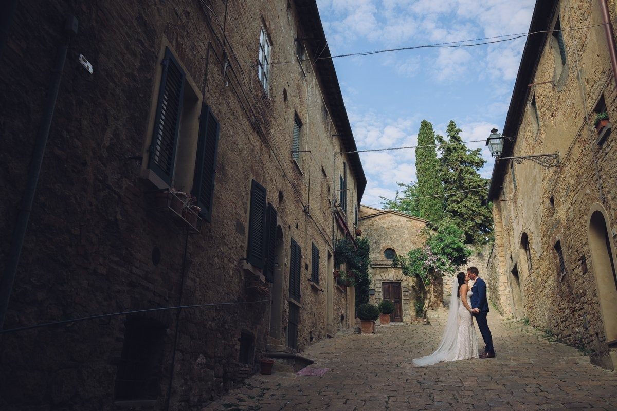 Elegant destination wedding photographer tuscany