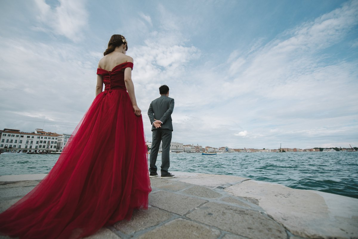 Romantic engagement session in Venice | Portrait session Photographer in laguna