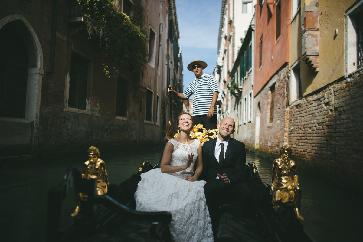 Venice Elopement photographer. Exchange vows in Venice canal | Roncaglione Photography