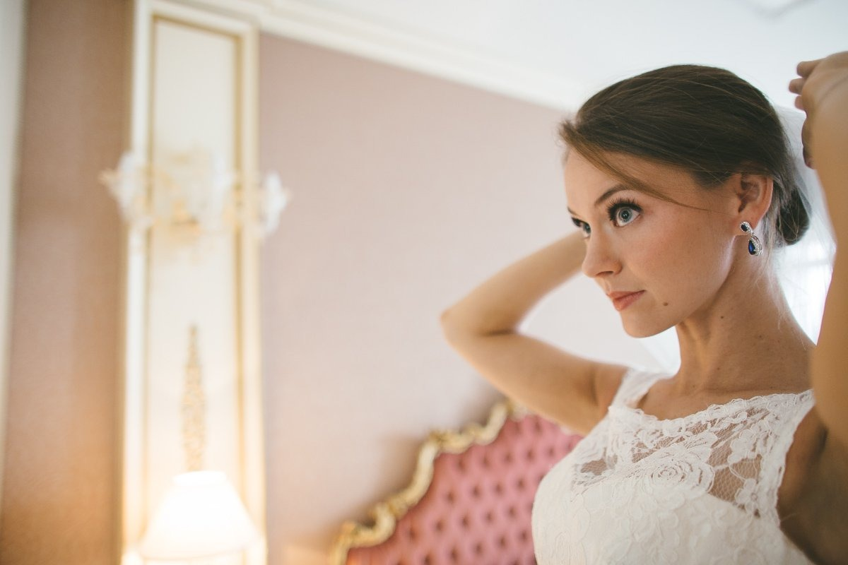 Venice Elopement photographer. Bride is getting ready