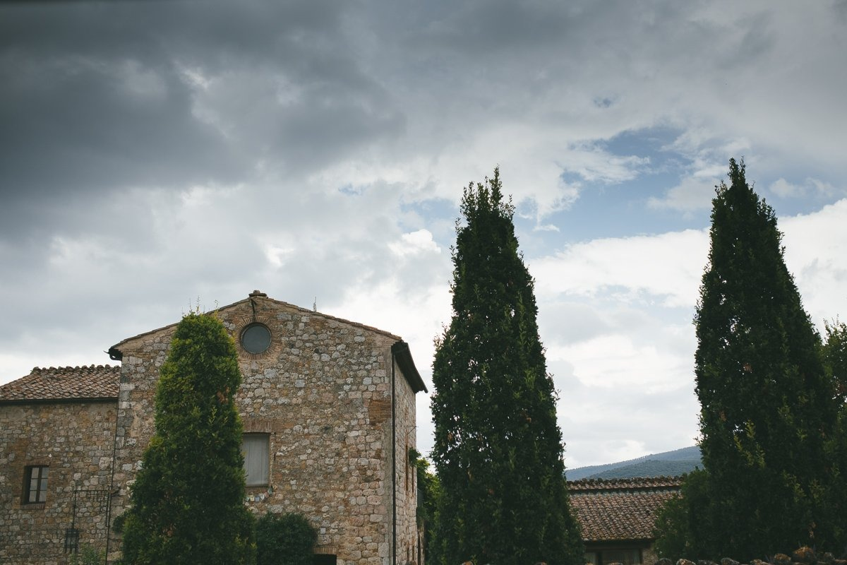 Destination Wedding photographer Villa Montecastelli, Monteriggioni near Siena.