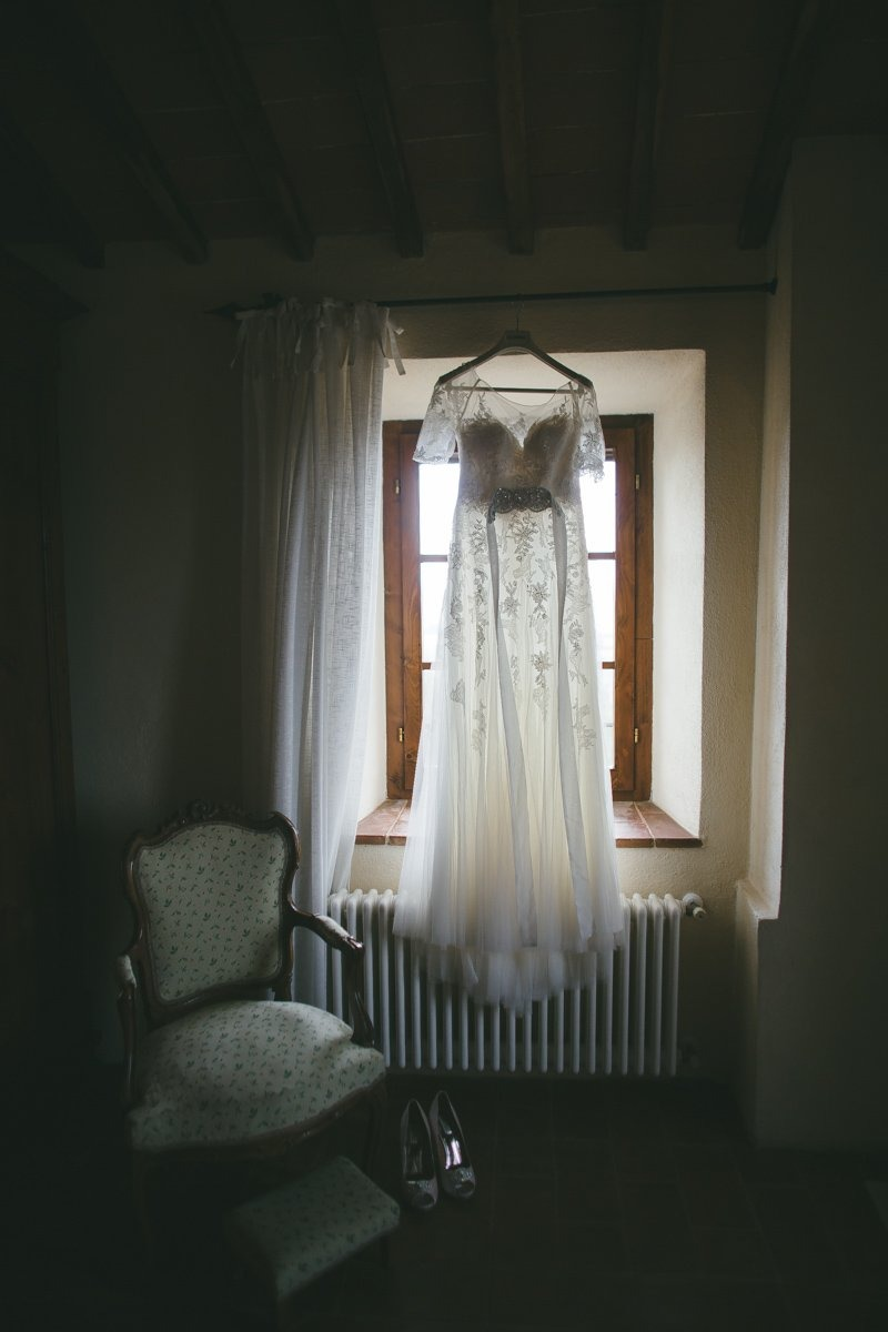 Destination Wedding photographer Villa Montecastelli, Monteriggioni near Siena. Brides gown