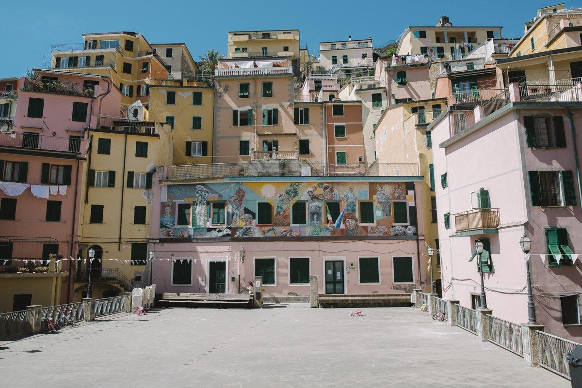 Cinque Terre wedding photographer. Riomaggiore. Elopement in Italian Riviera