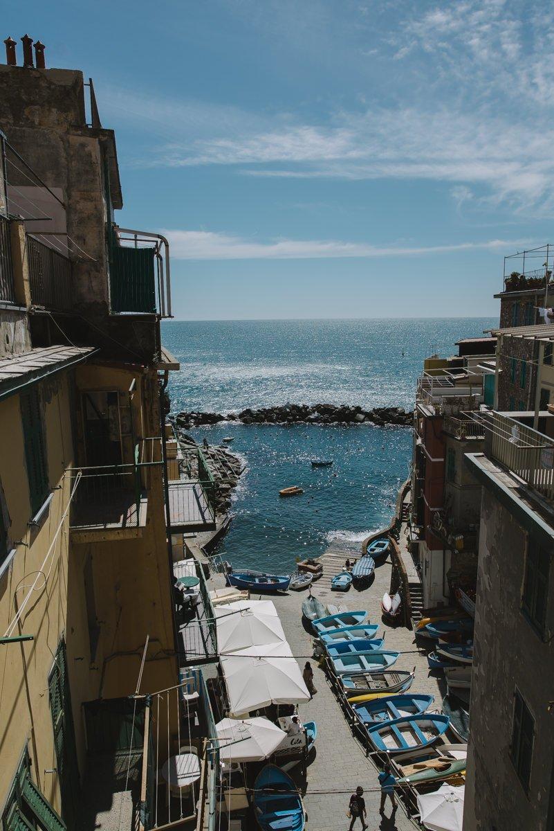 Cinque Terre wedding photographer. Overlooking mediterranean sea. Elopement in Italian Riviera