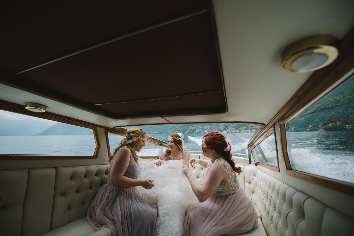 Bride & Maid of honor in Lake Como. Wedding photographer in Italy