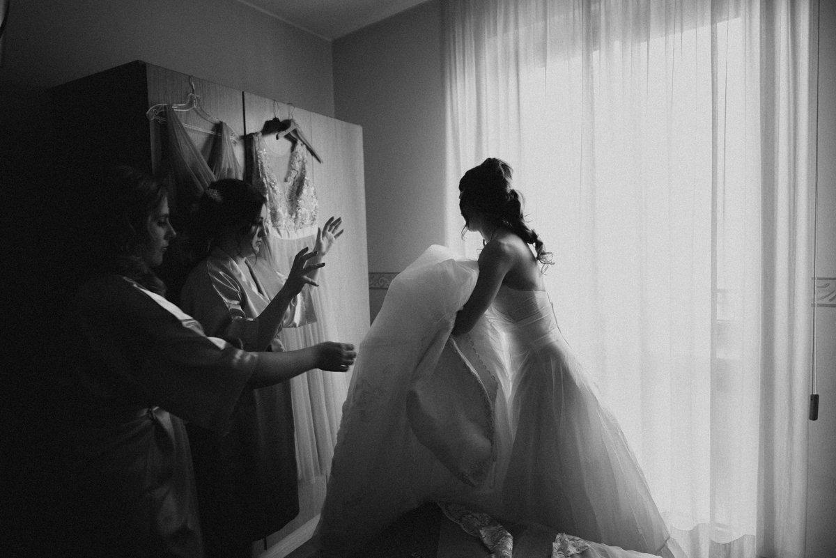 Destination wedding in Lake Como. Wearing bridal dress