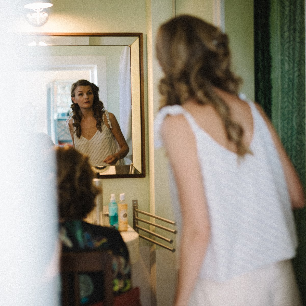 Private Villa in Umbria for destination wedding. Bride is getting ready - Roncaglione wedding photography