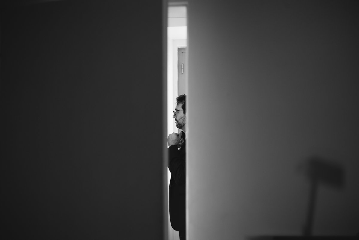 Private Villa in Umbria for destination wedding. groom is getting ready - Roncaglione wedding photography