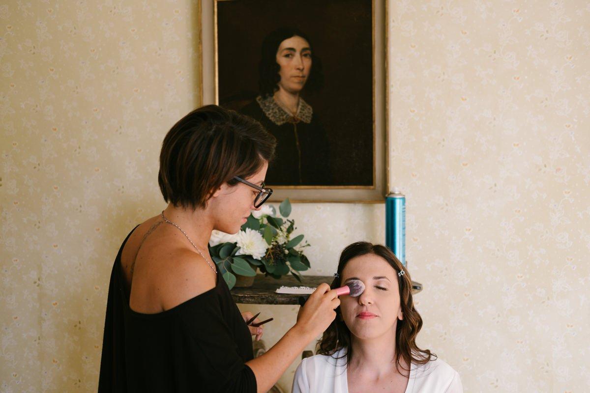 Wedding photographer in Lake Garda. Bride make up