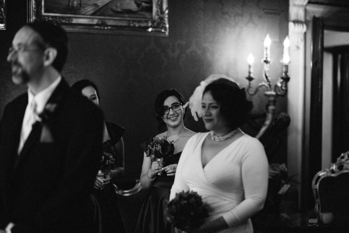 Elopement photographer in Venice. Bride in Palazzo Paruta