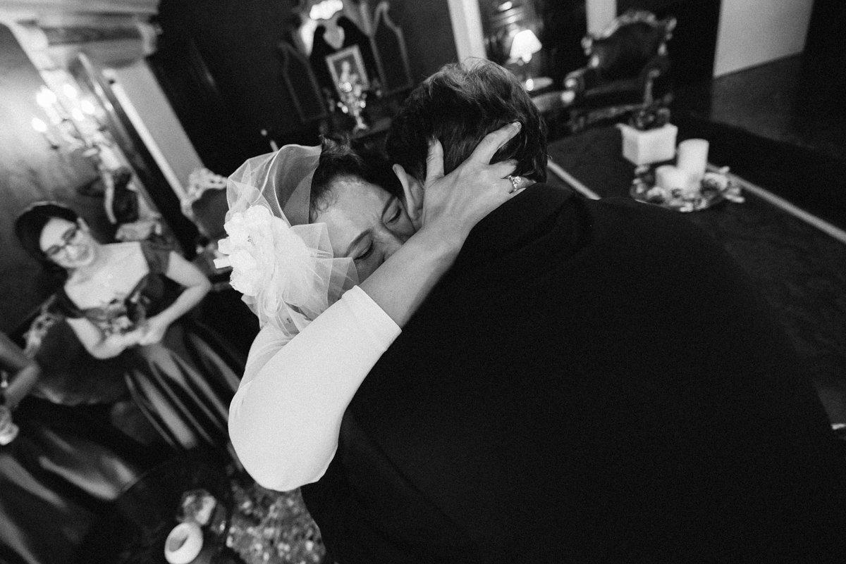 Elopement photographer in Venice. Bride and groom in Palazzo Paruta