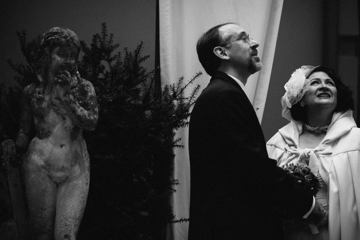 Elopement session in Venice. Bride and groom in Palazzo Paruta