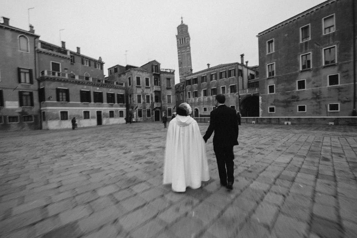 Elopement session in Venice. Bride and groom in Venice