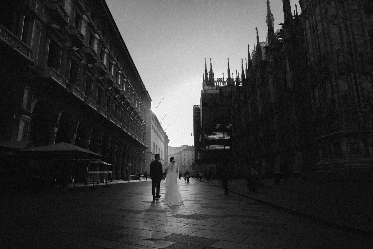 Destination wedding photographer in Milan. The Duomo
