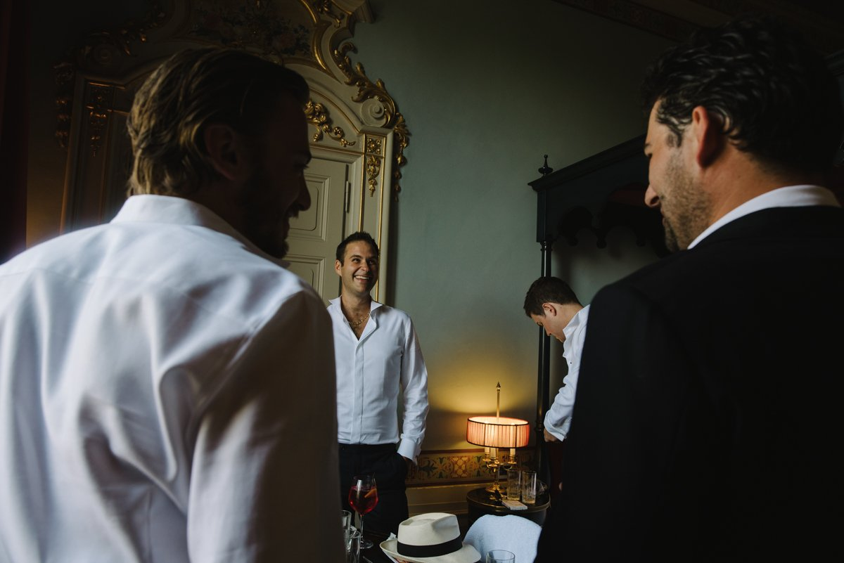 Destination Wedding photographer in Tuscany. Groom and his groomsmen