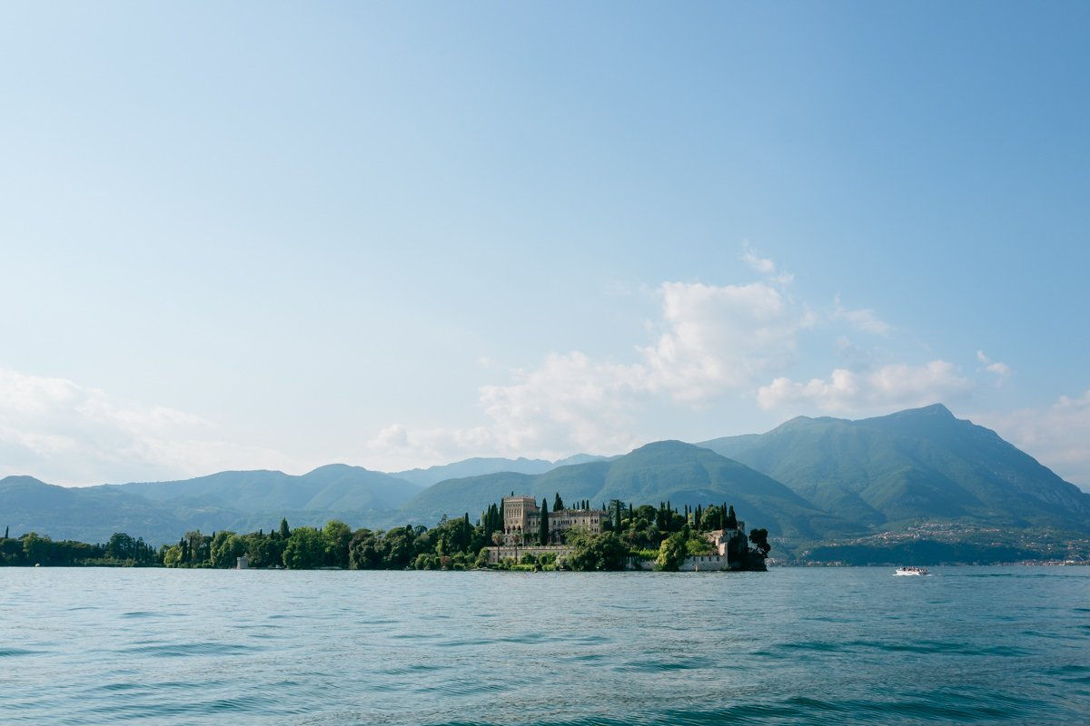 Destination wedding photographer in Lake Garda.