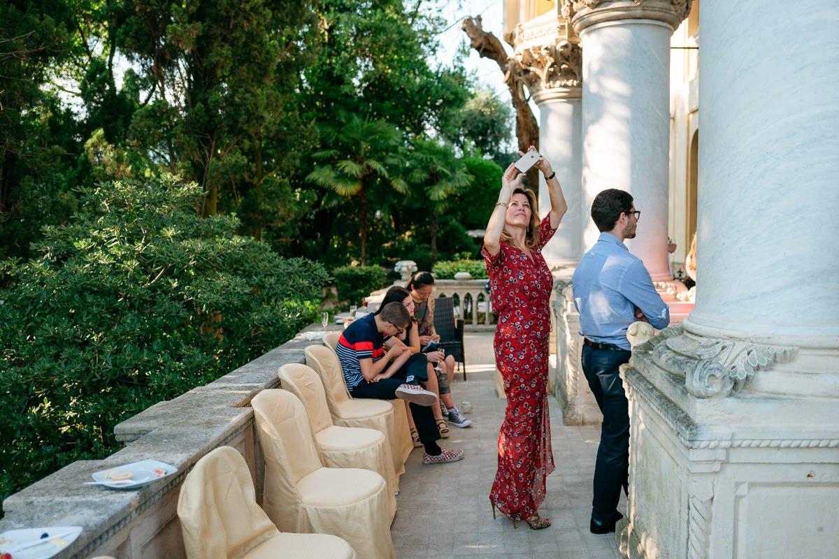 Destination wedding photographer in Lake Garda. Welcome dinner