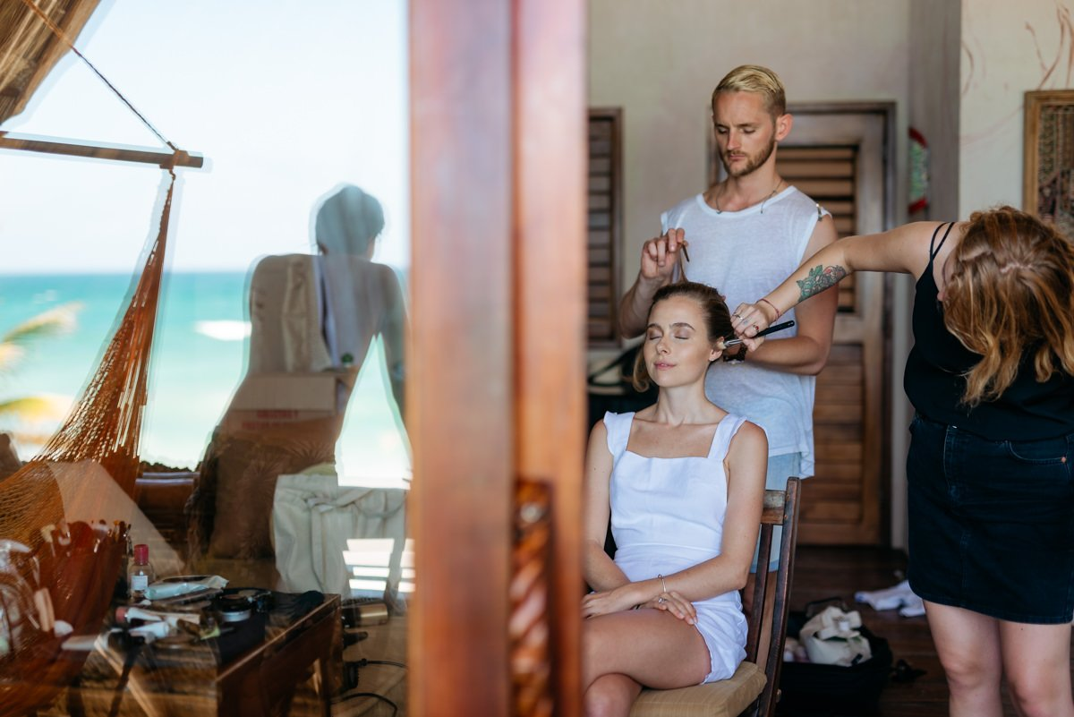 Destination wedding photographer Riviera Maya, Tulum, Mexico. Bride Hairstyle