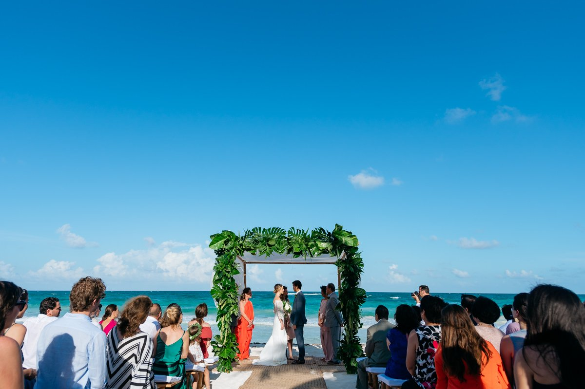 Wedding photographer Tulum, Beach wedding in Mexico. Beach wedding overlooking the ocean