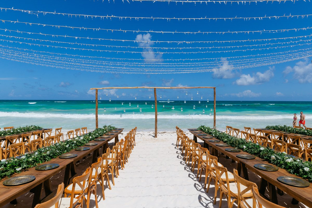 Wedding photographer Tulum, Beach wedding in Mexico overlooking the ocean