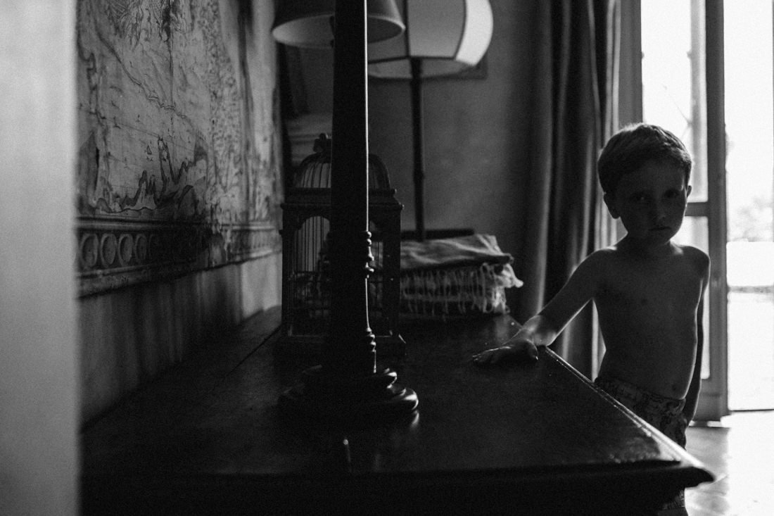 Wedding Photographer Casale del Gallo, Rome. A child