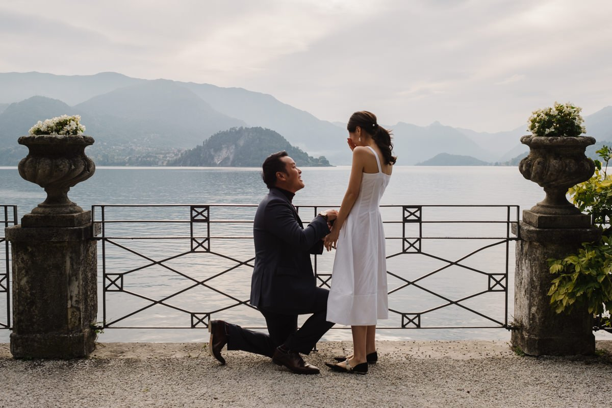 Lake Como wedding proposal ideas. Wedding proposal photographer in Italy