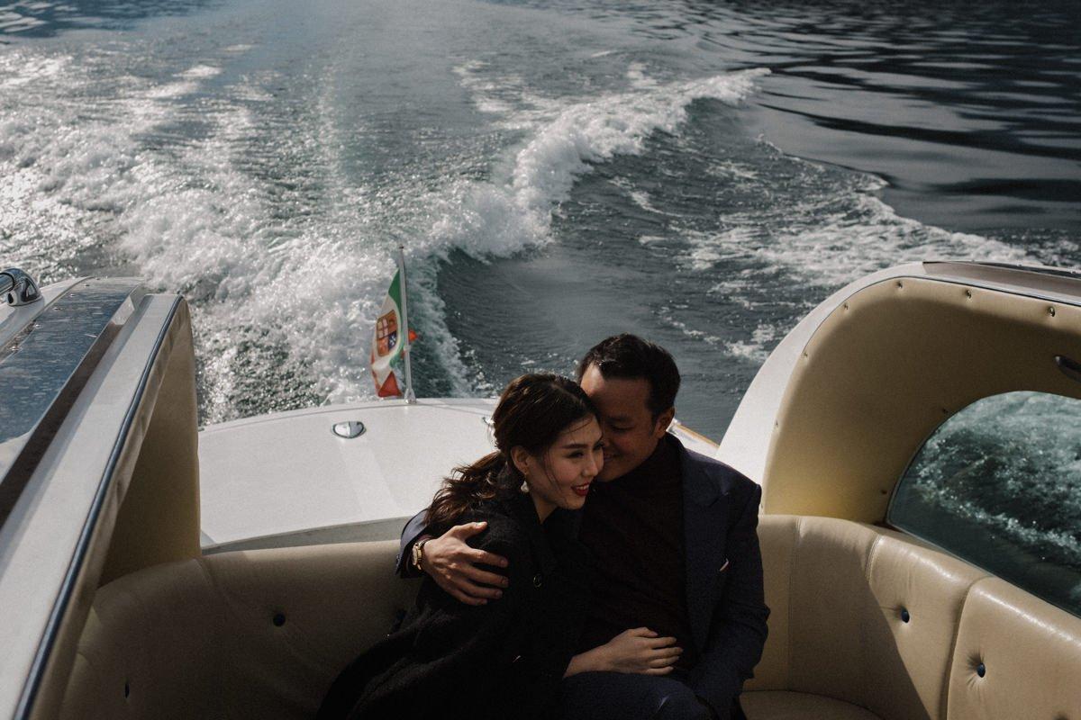 Marriage proposal on lake como. Couple on speedboat