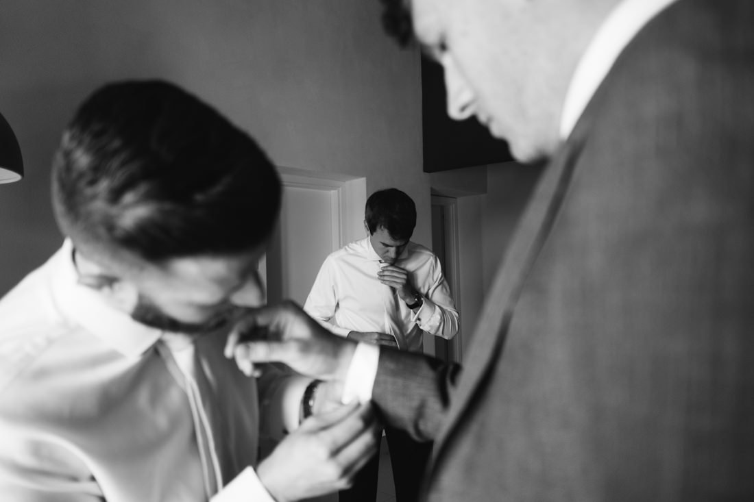 Intimate wedding in Tuscany. Groom is getting ready. Destination wedding photographer in Italy