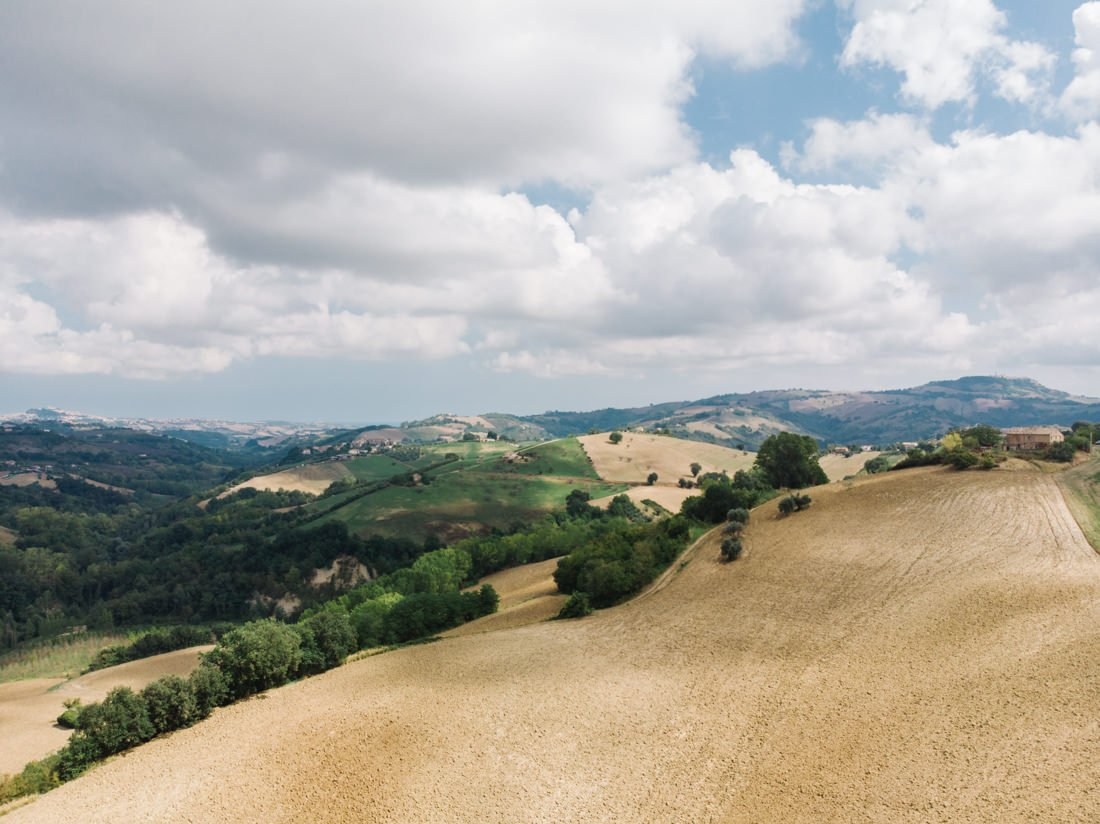 Petritoli wedding photographer in Italy, rolling hills panorama