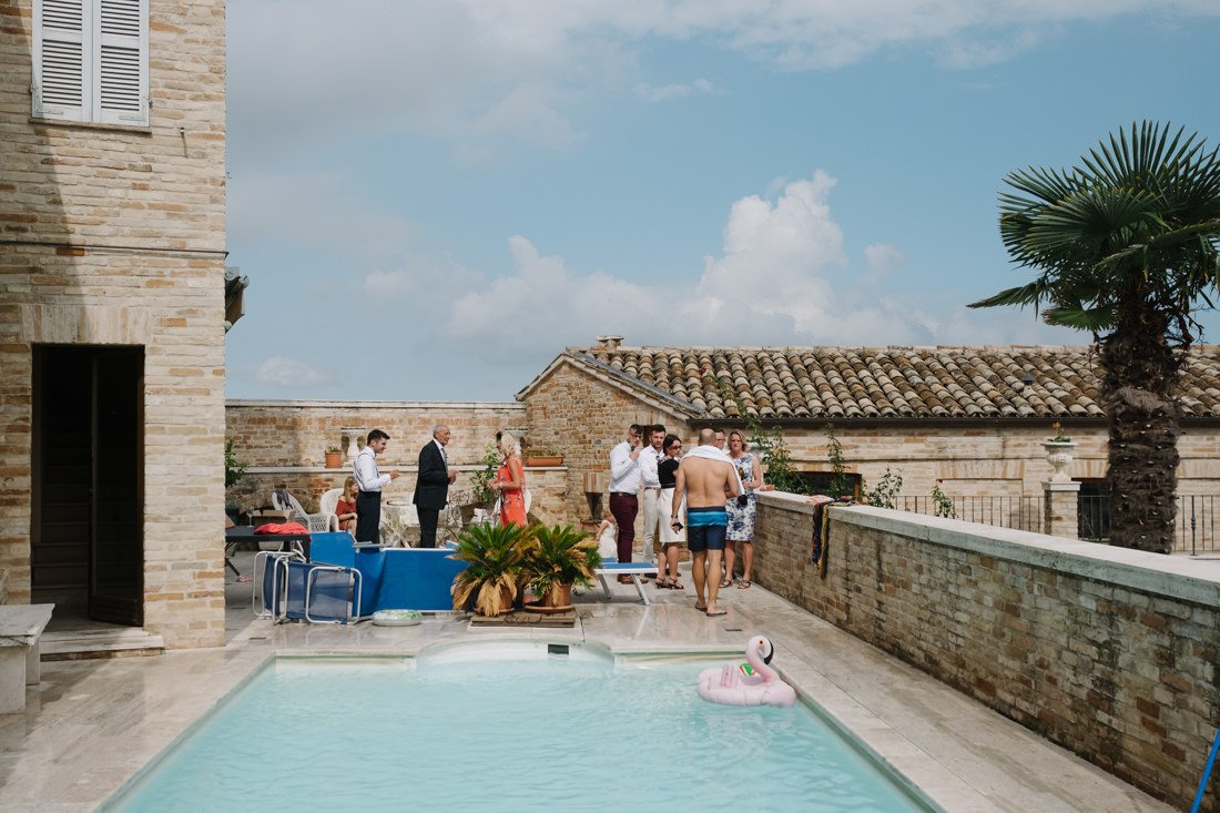 Wedding photographer in Petritoli, pool in private villa