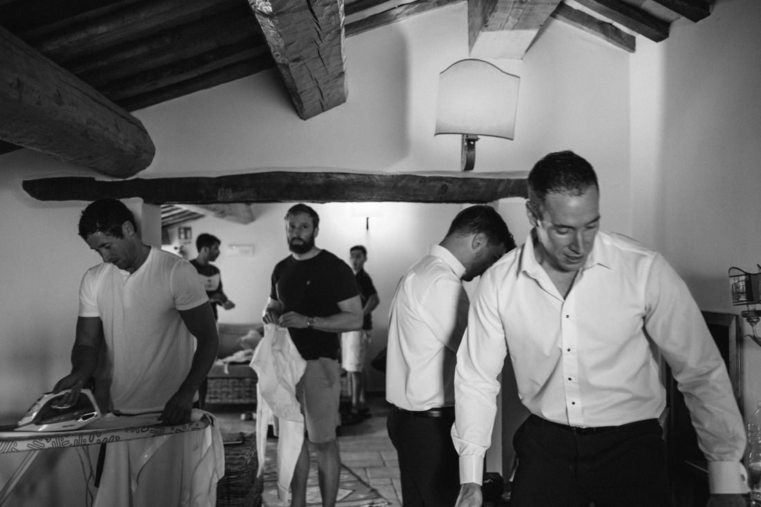 Wedding photographer in private villa in Petritoli