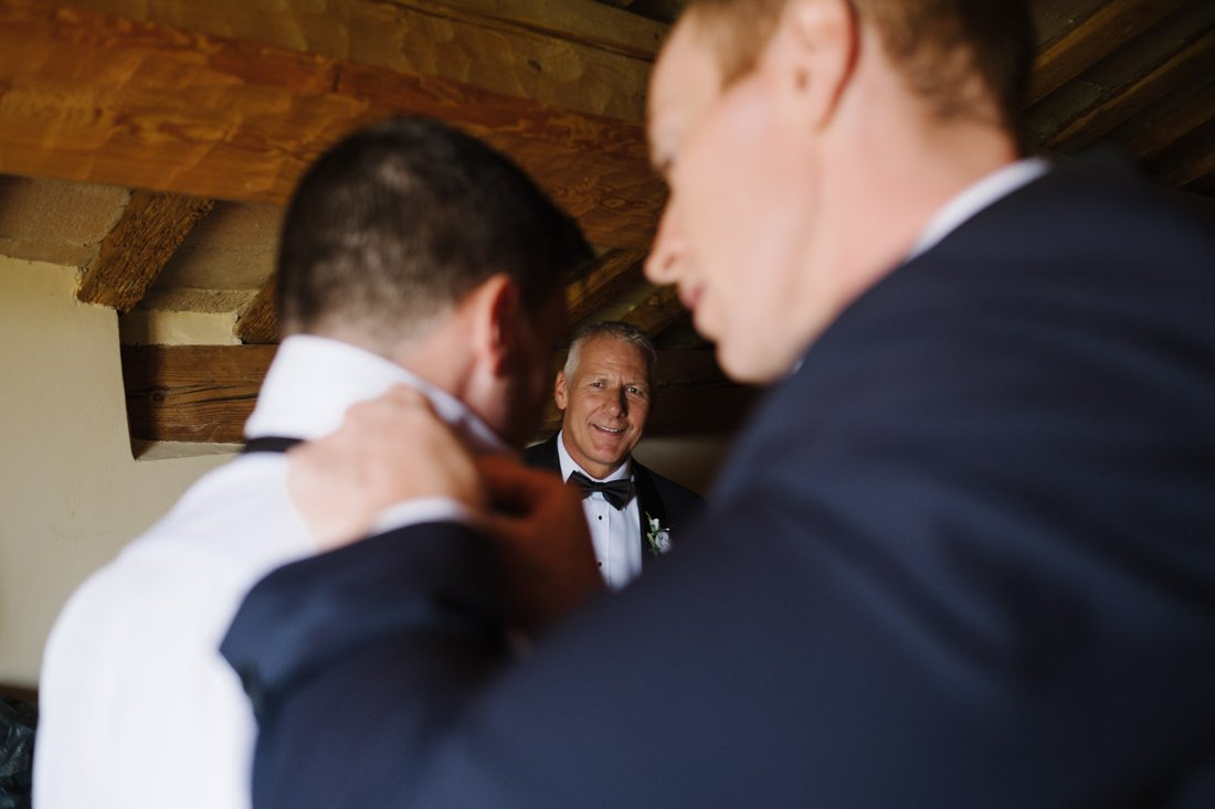 Destination Wedding photographer in Petritoli, Groom is getting ready