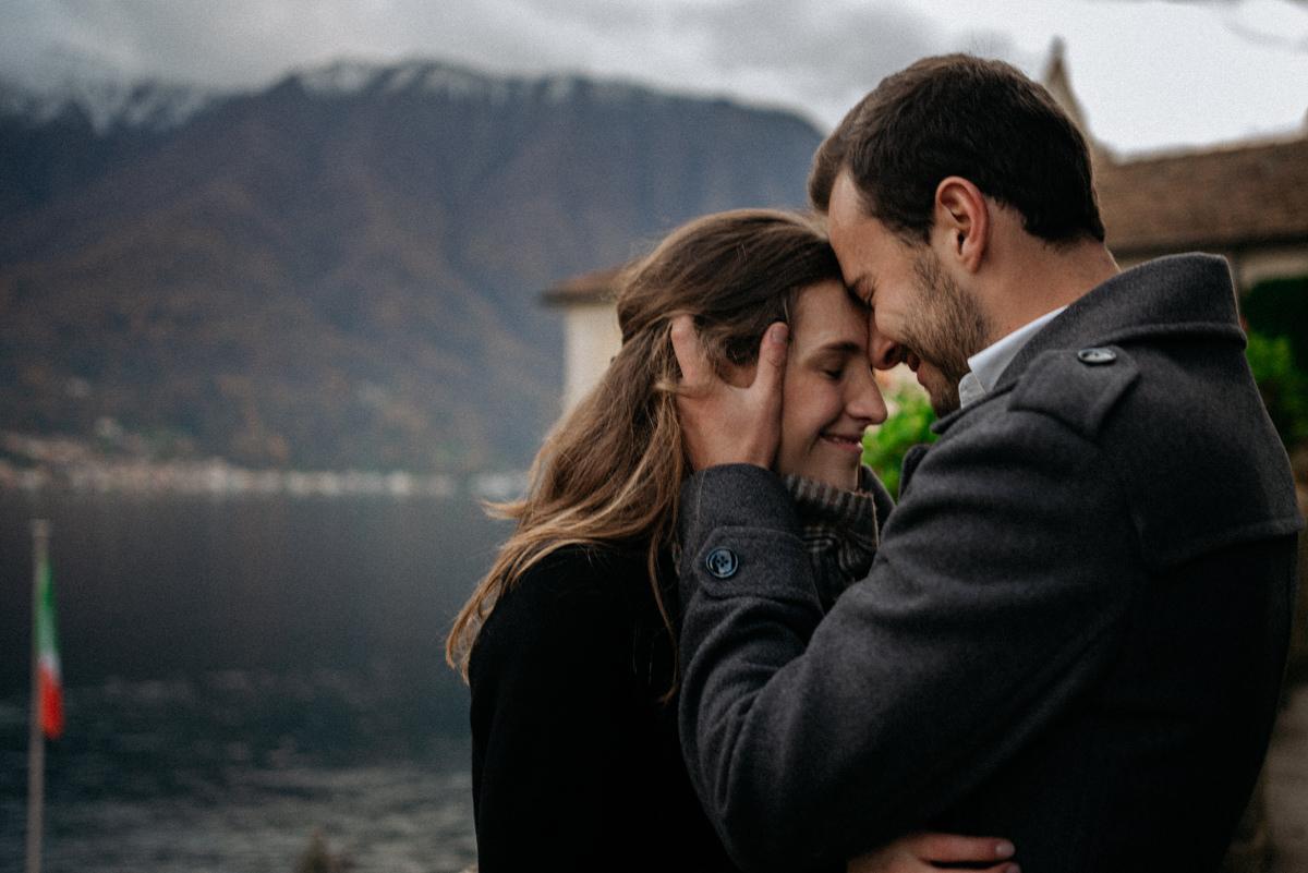 romantic proposal at villa del Balbianello