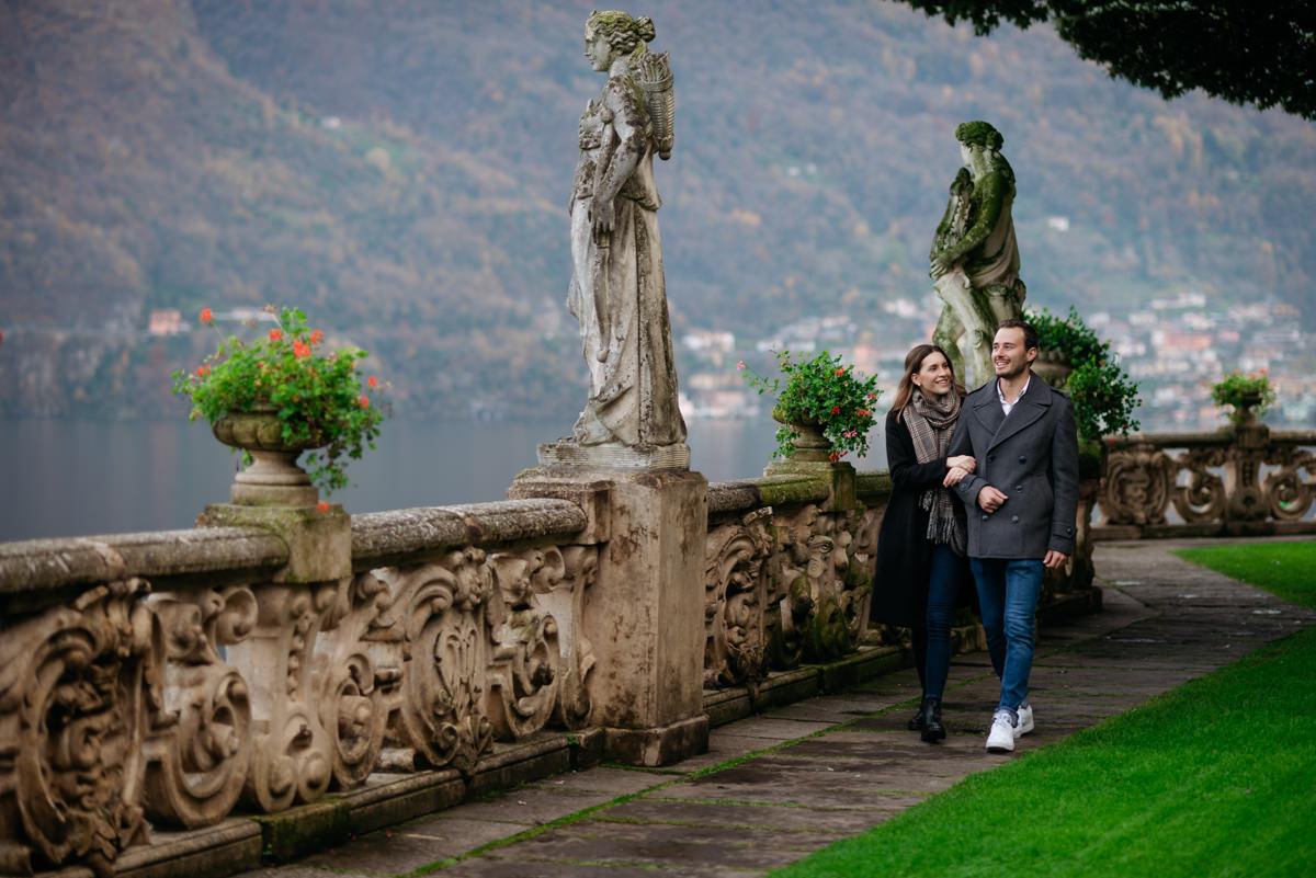 romantic couple shooting at villa del Balbianello