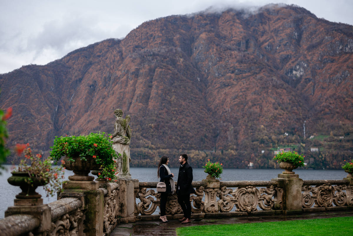 romantic autumn wedding proposal at villa del balbianello